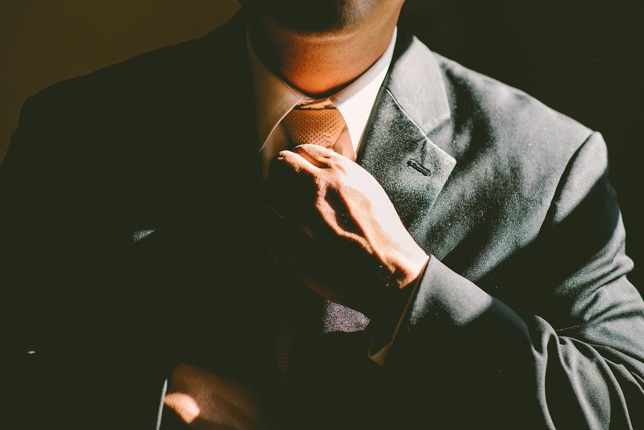 Quels diplomes faut-il pour être considéré comme un expert comptable ?